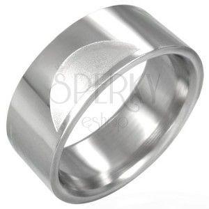 Stalowy gładki pierścionek z matowymi półkolami obraz