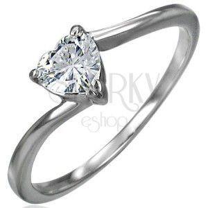 Zaręczynowy stalowy pierścionek, cyrkoniowe serce bezbarwnego koloru, wąskie zakrzywione ramione obraz