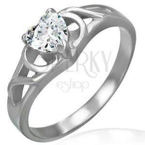 Zaręczynowy pierścionek ze stali chirurgicznej - bezbarwne cyrkoniowe serce, ornamenty obraz