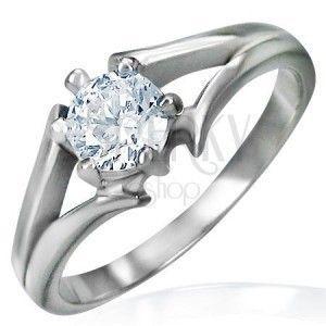 Stalowy pierścionek srebrnego koloru - zaręczynowy, rozdzielone ramiona, bezbarwna cyrkonia obraz