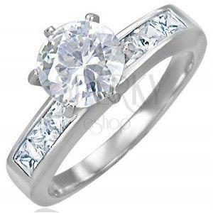 Zaręczynowy stalowy pierścionek z wystającą cyrkonią pośrodku obraz