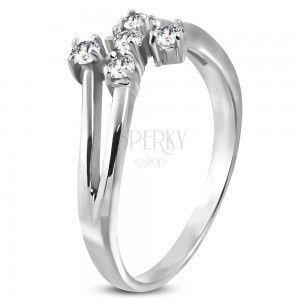 Stalowy pierścionek srebrnego koloru z pięcioma bezbarwnymi cyrkoniami obraz