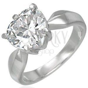 Pierścionek zaręczynowy z dużą przeźroczystą cyrkonią w kształcie serca obraz