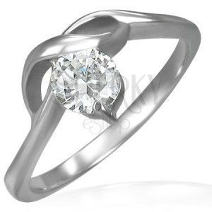 Pierścionek zaręczynowy z okrągłą bezbarwną cyrkonią i delikatnymi falami obraz
