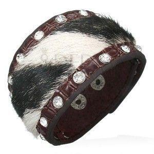 Skórzana bransoletka z czarno-białym futerkiem i cyrkoniami obraz
