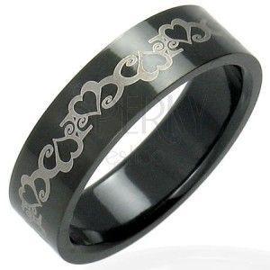 Stalowy czarny pierścionek z serduszkami obraz