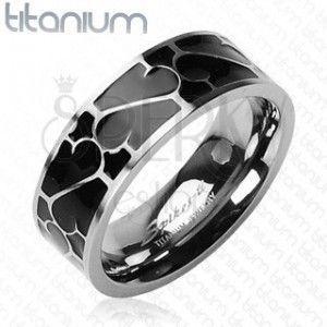 Tytanowa obrączka - czarne szkliwo z ornamentem obraz