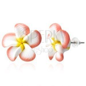 Kolczyki Fimo - łososiowo-białe płatki, kwiat Plumeria obraz