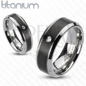 Tytanowy pierścionek - czarny pas z cyrkonią obraz