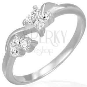 Zaręczynowy stalowy pierścionek - bezbarwne cyrkoniowe kwiatki na fali obraz