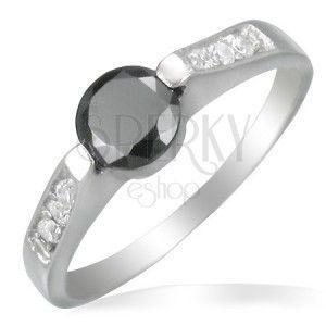 Stalowy pierścionek z czarnym oczkiem obraz