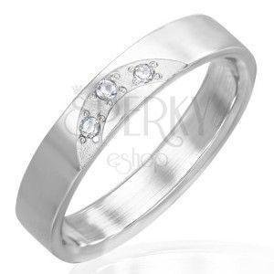 Lśniący pierścionek ze stali - trzy przeźroczyste cyrkonie obraz