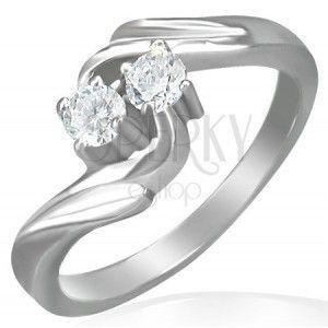 Pierścionek zaręczynowy - skręcony front, dwie cyrkonie obraz