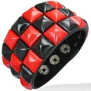 Skórzana bransoletka - czerwonoczarny wzór szachownica obraz