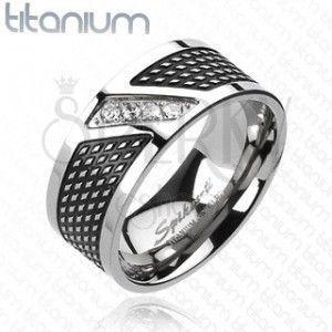 Pierścionek z tytanu - czarny i srebrny kolor, cyrkonie po linii przekątnej obraz