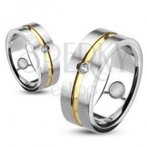 Pierścień ze stali ze złotym paskiem i osadzoną cyrkonią obraz