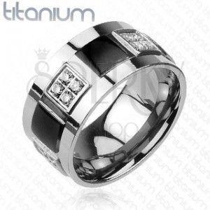 Tytanowy pierścionek ozdobiony przeźroczystymi cyrkoniami i czarnymi kwadratami obraz