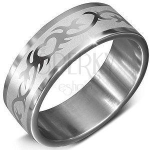Stalowa obrączka srebrnego koloru ze wzorem serca w ornamencie obraz