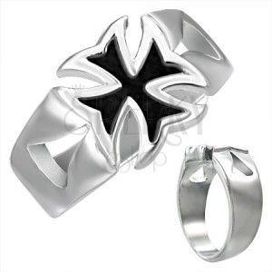 Masywny stalowy pierścionek z patynowanym krzyżem maltańskim obraz