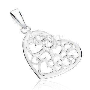 Zawieszka ze srebra 925 - błyszczące serce z wyciętym wzorem obraz