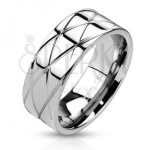 Błyszczący stalowy pierścień - ukośne nacięcia obraz