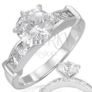 Stalowy pierścionek - przezroczysta, wypukła, okrągła cyrkonia na środku obraz