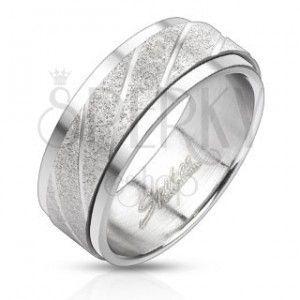 Stalowy pierścionek - piaskowany pas z ukośnymi nacięciami obraz
