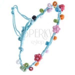 Jasnoniebieska bransoletka sznurkowa - kolorowe koraliki i kwiatki obraz