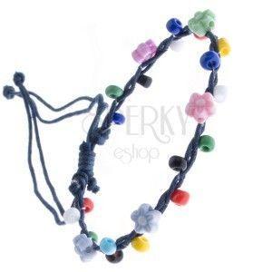 Bransoletka sznurkowa - ciemnoniebieska z kolorowymi koralikami, kwiatki obraz