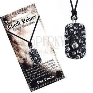 Naszyjnik sznurkowy - czarny z metalową tabliczką i czaszkami obraz