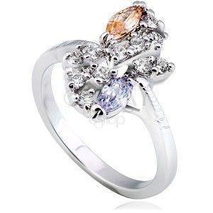 Lśniący pierścionek z metalu - srebrny kwiat, kolorowe cyrkonie po przekątnej obraz