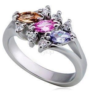 Lśniący metalowy pierścionek - trzy kolorowe cyrkonie ziarenka, przeźroczyste obraz