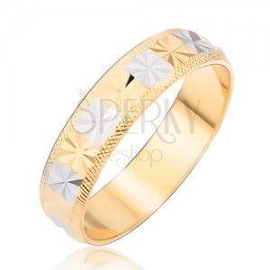 Pierścionek w złotosrebrnym kolorze, diamentowe nacięcia obraz
