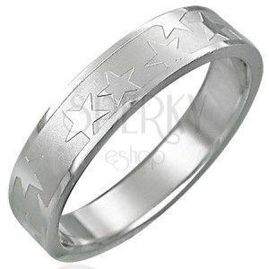 Stalowy pierścionek z matowym pasem i gwiazdami obraz