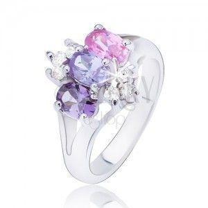 Błyszczący pierścionek o rozdwojonych ramionach, kolorowe cyrkonie obraz
