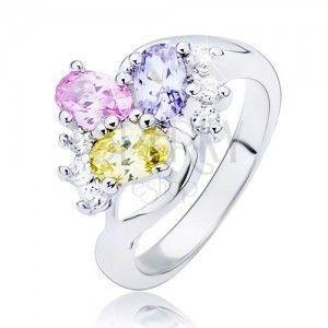 Lśniący pierścionek - pofalowana linia i kolorowe owalne cyrkonie obraz