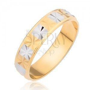 Stalowy lśniący pierścionek - złote i srebrne kwadraciki z diamentowym wzorem obraz