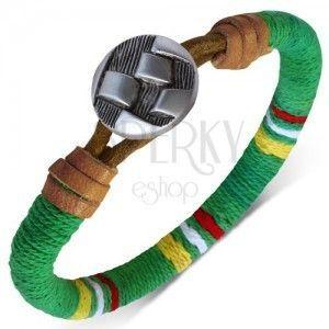 Okrągła bransoletka okręcona zielonym sznurkiem, kolorowe pasy, guzik obraz