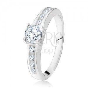 Srebrny pierścionek 925 w stylu zaręczynowego, okrągły przezroczysty kamyczek, zdobione ramiona obraz