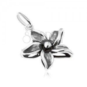 Ozdobnie patynowany wisiorek w postaci kwiatu, srebro 925 obraz