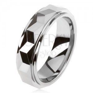 Pierścionek wolframowy w srebrnym kolorze, geometryczny szlifowany podniesiony pas obraz