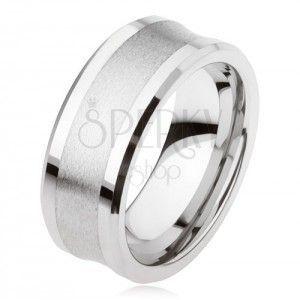Wolframowy pierścionek srebrnego koloru, matowy środkowy pas, lśniące krawędzie obraz