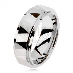 Wolframowy oszlifowany pierścionek w kolorze srebrnym, trójkąty, podniesiony środkowy pas obraz