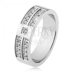 Lśniący pierścionek ze stali srebrnego koloru, ozdobne pasy z przezroczystych cyrkonii obraz