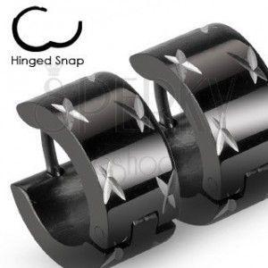 Okrągłe czarne kolczyki ze stali, lśniące krzyżyki w srebrnym odcieniu obraz