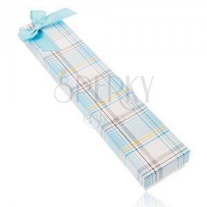 Kraciaste pudełeczko na łańcuszek i zegarek, kokardka z lśniącej jasnoniebieskiej wstążki obraz