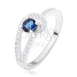 Srebrny pierścionek 925, błyszczące pasy bezbarwnego koloru, okrągła niebieska cyrkonia obraz