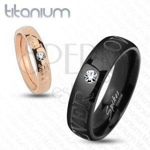 Czarna obrączka z tytanu, błyszcząca przejrzysta cyrkonia, napis FOREVER LOVE, 6 mm obraz