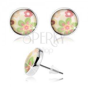 Kolczyki cabochon, wypukłe przejrzyste szkliwo, kolorowe kwiatki, białe tło obraz