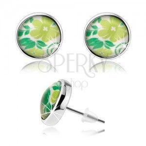 Kolczyki cabochon, przejrzyste szkliwo, sztyfty, zielony kwiat, liście, białe tło obraz